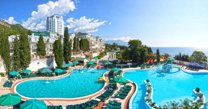 За 10 месяцев в Крыму отдохнули 4,2 млн туристов, из них 88% - россияне